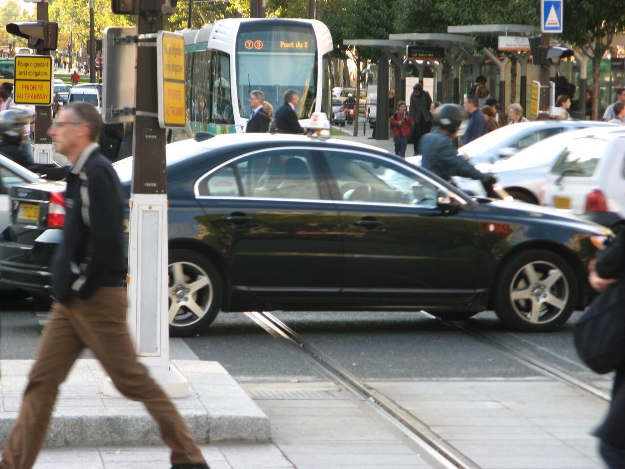 Prefeitura quer incentivar motoristas a abandonar o carro e preferir bicicletas e transportes públicos.