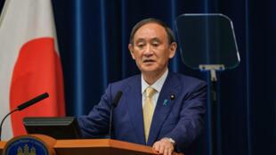 O primeiro-ministro japonês, Yoshihide Suga, durante entrevista em que explicou as razões do restabelecimento do quarto estado de emergência no país.