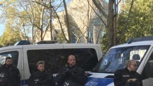 Dispositivo policial alemão em frente à mesquita de Colónia, inaugurada hoje pelo presidente Erdogan