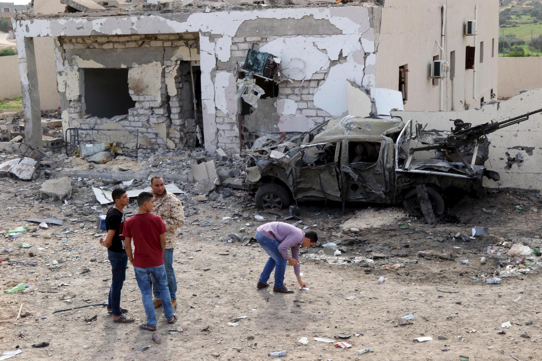 Tổ chức Nhà nước Hồi giáo đã lợi dụng tình trạng nội chiễn hỗn loạn ở Libya để cắm chân vào đất nước này (Ảnh:  hiện trường một vụ tấn công tạiTripol hôm 24/11/2015).