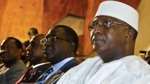 Modibo Sidibe, ici le 12 avril 2012 lors de l'investiture de Dioncounda Traroé à la présidence par intérim du Mali, a été arrêté ce lundi 16 avril.