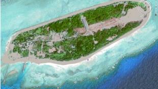 Đảo Ba Bình có chu vi 2,8 km với diện tích 43,2 hecta, được bao bọc bởi một vòng đá san hô (Google Map)