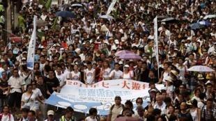 Protesto nas ruas de Hong Kong em defesa de umaautonomia local em relação ao governo chinês. 01 de julho de 2014.