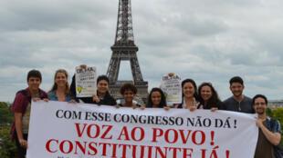 Brasileiros em Paris organizam plebiscito constituinte.