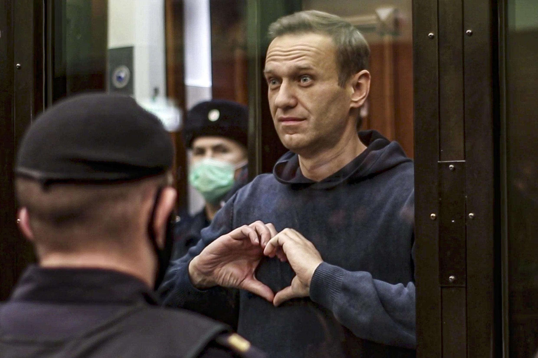 Идею акции «подсказал» сам Навальный, «когда показал сердечко для Юлии в зале суда», пояснили в штабе оппозиционера. На фото: Бабушкинский суд Москвы. 03.02.2021