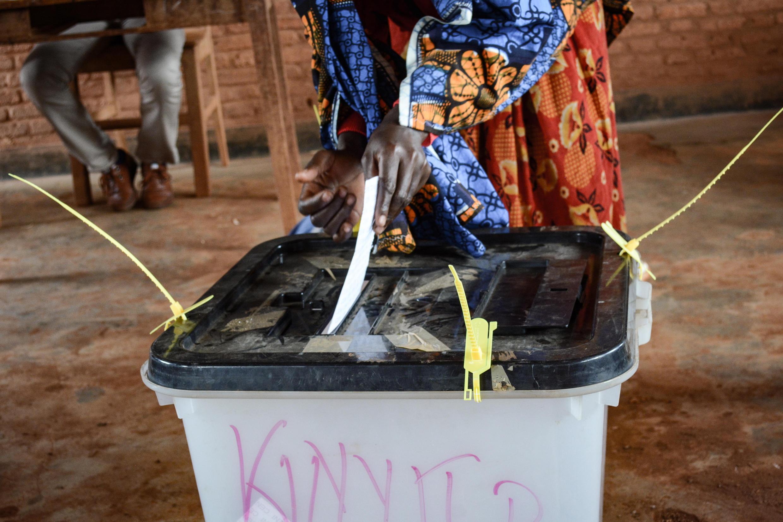Kura ya maoni kuhusu mabadiliko ya katiba yafanyika nchini Burundi