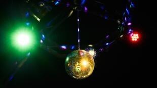 disco-ball-4797436_1920