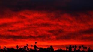 Cháy rừng California, ảnh chụp lúc rạng đông ngày 14/11/2018.