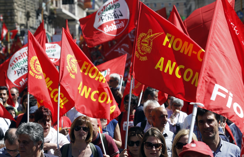 Des milliers de personnes ont manifesté samedi à Rome contre la politique d'austérité et le taux de chômage élevé.