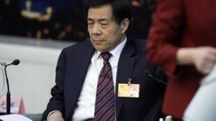 Bo Xilai, l'ex-dirigeant chinois déchu, est inculpé de corruption et d'abus de pouvoir. Photo prise en mars 2010.
