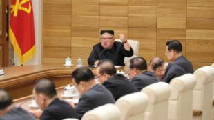 Kim Jong-un pendant une réunion du Comité central du Parti du travail à Pyongyang (Corée du Nord), le 9 avril 2019.