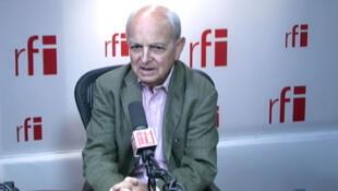 Член комиссии по иностранным делам в Национальном собрании социалист Франсуа Лонкль в студии RFI