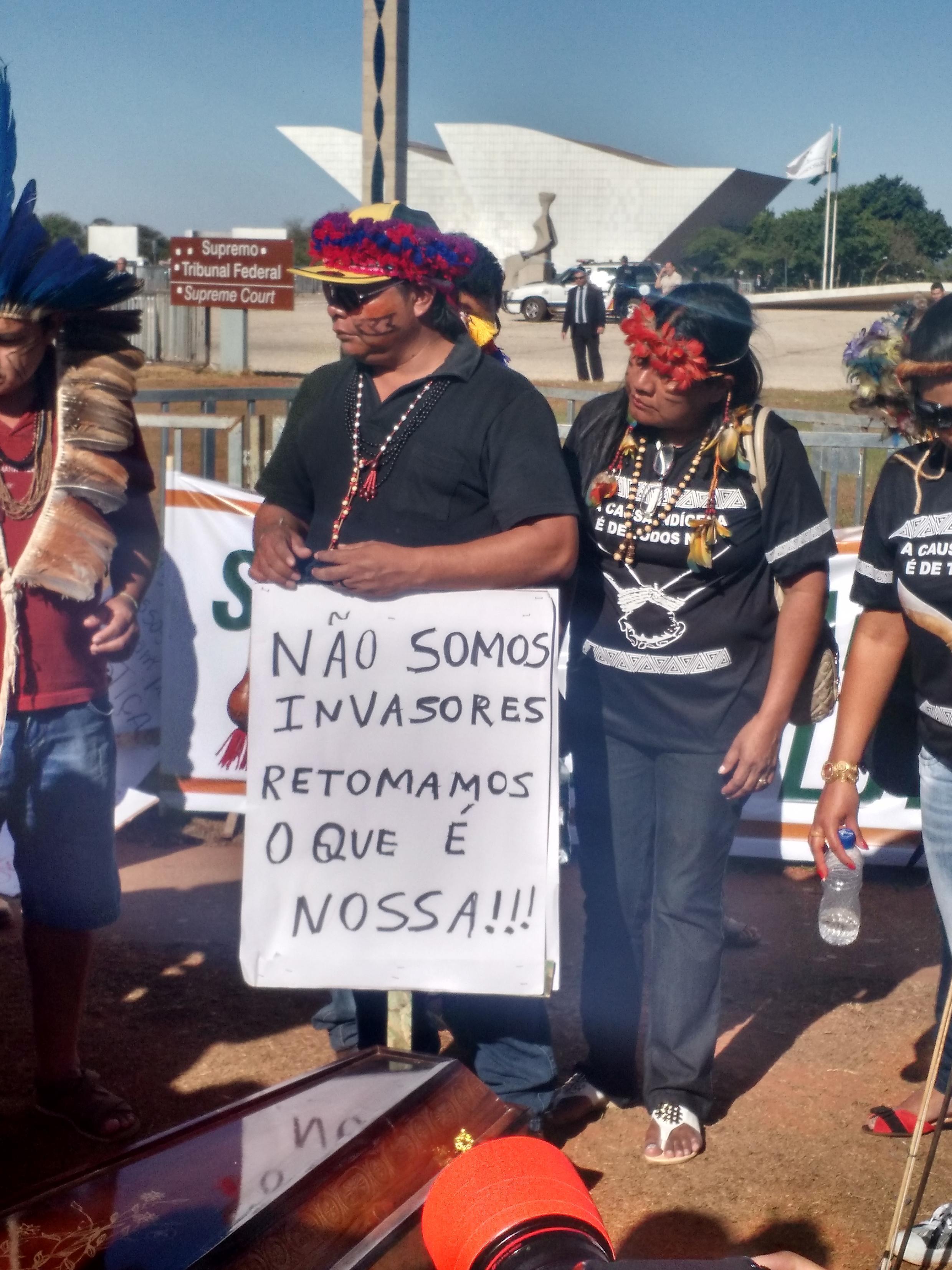 Índigenas protestam em Brasília.