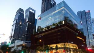 耗资1.1亿美元、高11层的新加坡华人文化中心去年在该市金融区开放。 Ore Huiying for The New York Times