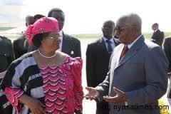 O Chefe de Estado Moçambicano Armando Guebuza com a Presidente do Malawi Joyce Banda