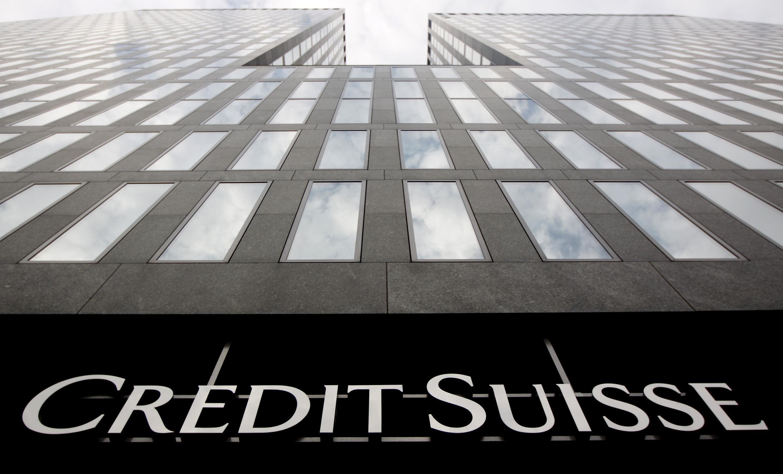 A  sede do banco Crédit Suisse, em  Zurique. O banco chegou a um acordo em 19 de Outubro  de 2021 com as autoridades  financeiras  norte-americanas, no âmbito do escândalo das  dívidas ocultas moçambicanas.