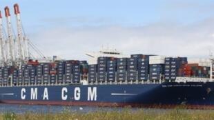 Le Christophe Colomb, de la CMA CGM, dans le port du Havre: un des plus gros porte-conteneurs du monde, exploité entre l'Asie et l'Europe.