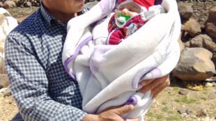 Kurdish farmer Mustafa Celik with his daughter, Hevet
