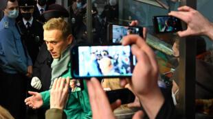 El líder de la oposición rusa Alexei Navalny visto en el punto de control de pasaportes en el aeropuerto Sheremetyevo de Moscú, el 17 de enero de 2021.