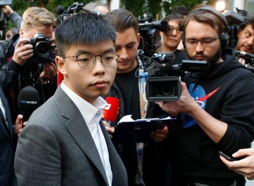 O ativista Joshua Wong antes de começar uma coletiva de imprensa em Berlim.