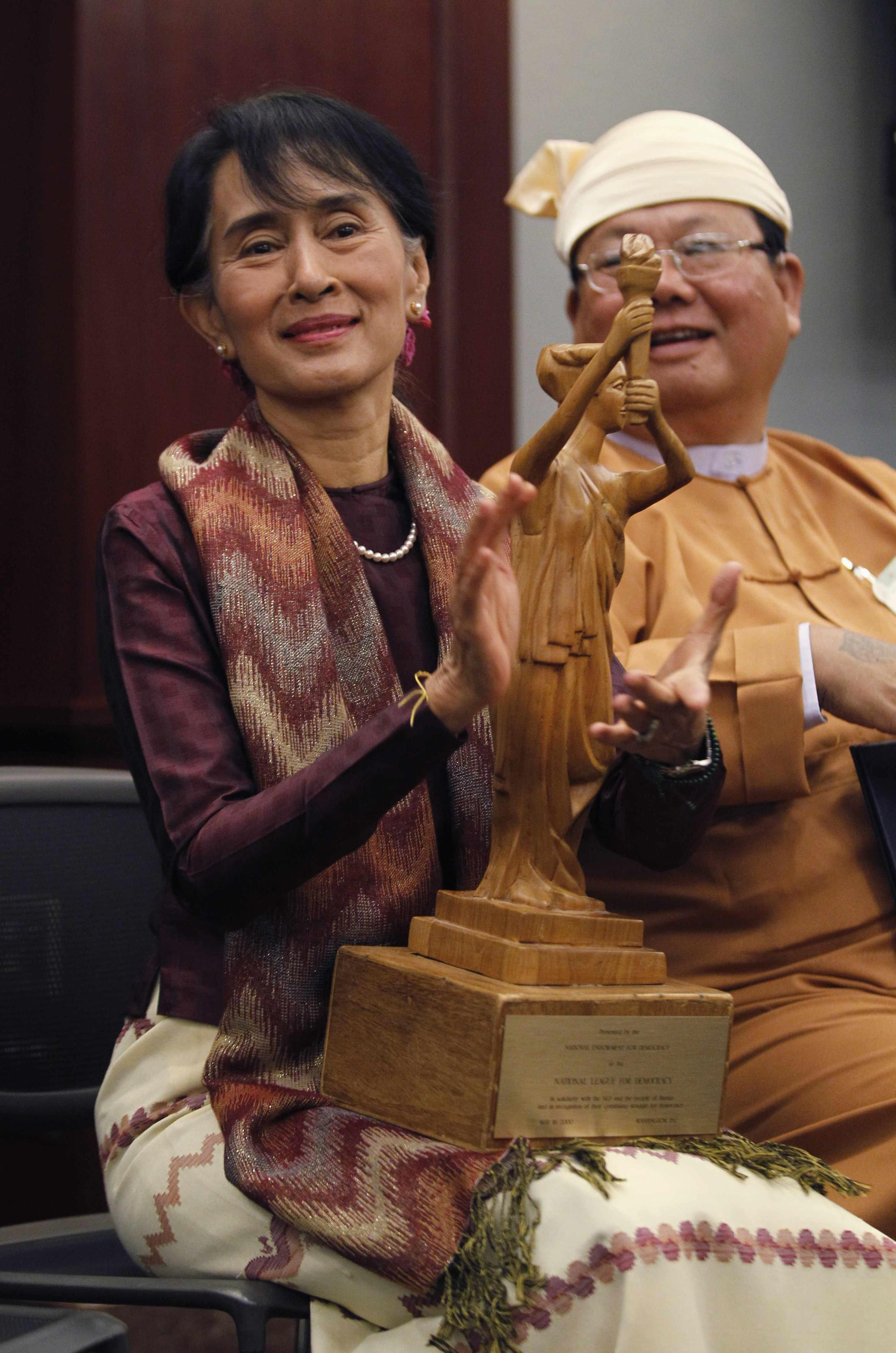 Nhà đối lập Miến Điện Aung San Suu Kyi trong buổi lễ nhận giải thưởng dân chủ tại Washington ngày 20/09/2012.