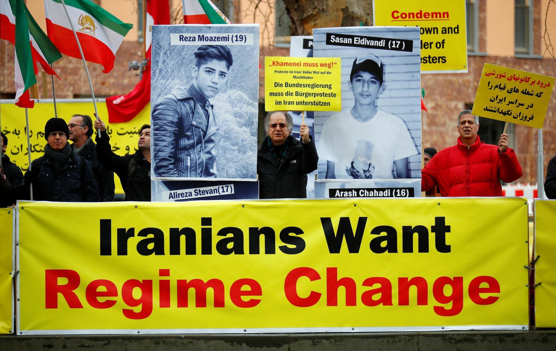 Акция протеста против иранского правительства перед МИД Германии, 13 января 2020 года