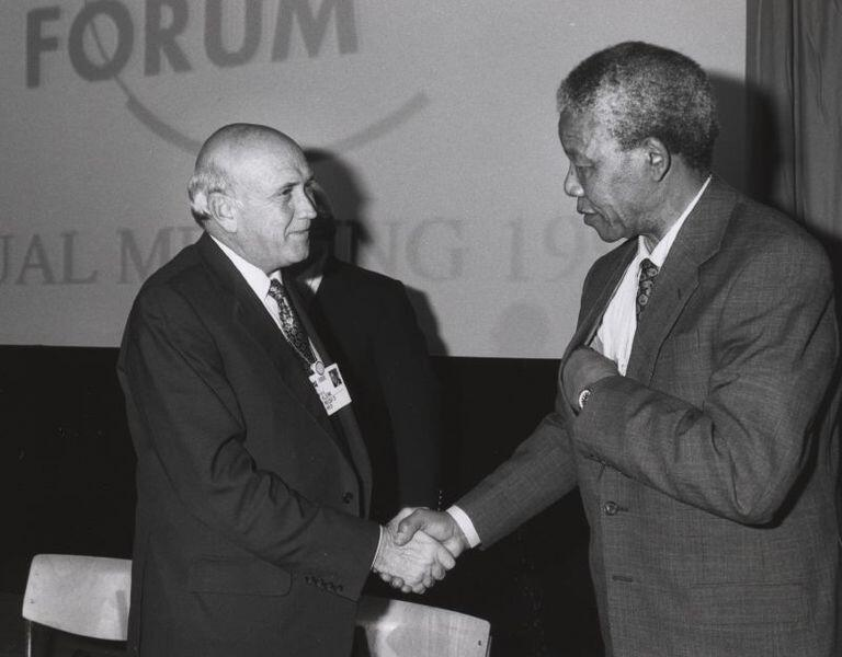 Bien conscient d'entrer dans l'Histoire pour être celui qui a fait libérer Nelson Mandela, le président Frederik de Klerk savait aussi à ce moment-là qu'on assistait à la fin du pouvoir blanc en Afrique du Sud.