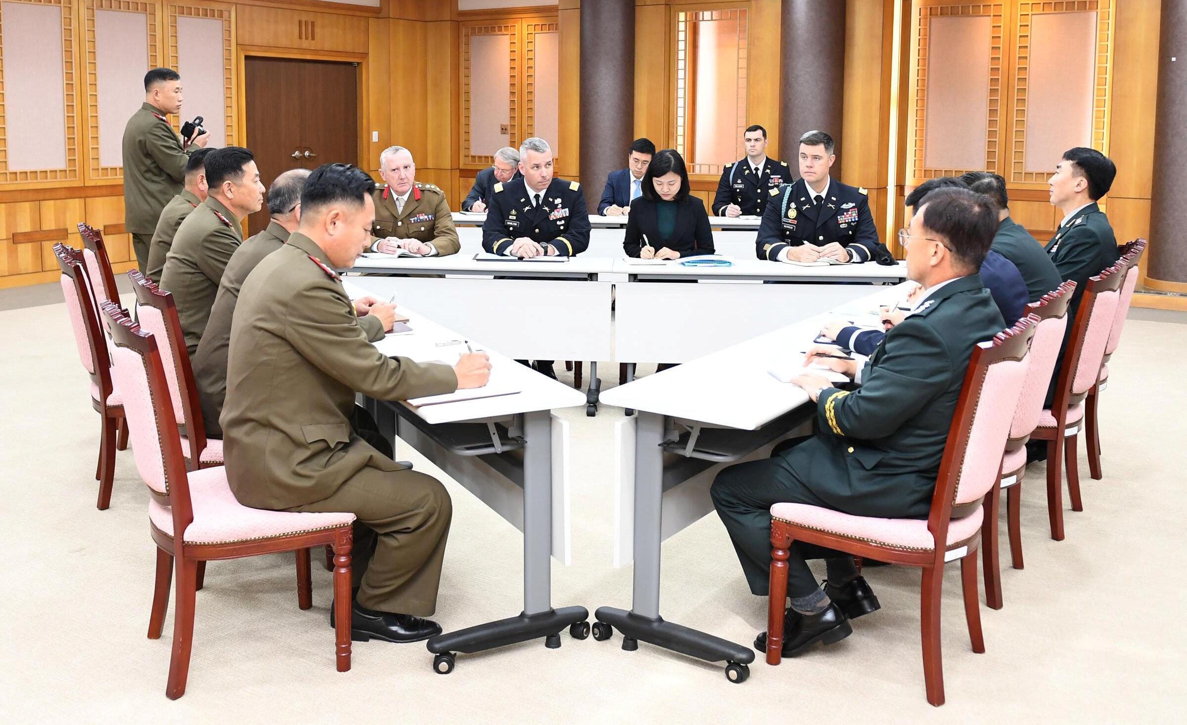 Ảnh minh họa : Cuộc họp giới quan sự Hàn Quốc, Bắc Triều Tiên và Liên Hiệp Quốc tại Bàn Môn Điếm ngày 16/10/2018.