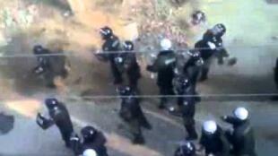 图疑为湖北武汉市黄陂区盘龙城经济开发区民众示威遭警方镇压
