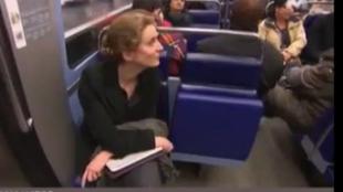 Un petit moment de solitude sur un strapontin dans le métro pour NKM sous les caméras de M6.