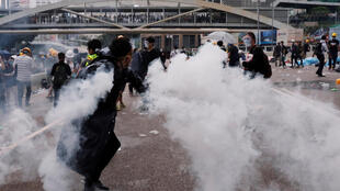 6月12日,港人繼續抗議立法院審議被指將會威脅港人自由的『逃犯條例』。