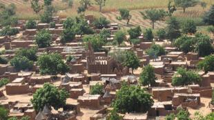 Des «petites bonnes» venues du pays Dogon ont disparu ces derniers mois (photo d'illustration d'un village Dogon).
