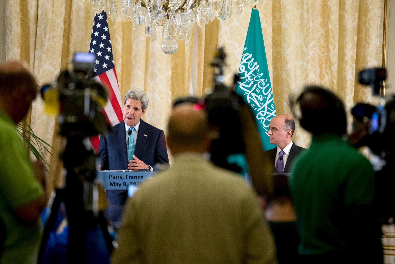 جان کری، وزیر امورخارجه آمریکا با وزرای امورخارجه شش کشور عربی هم پیمان آمریکا در حاشیه خلیج فارس دیدار و گفتوگو کرد.