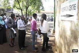 Wananchi wa Kenya wakiwa katika kituo cha kupigia kura