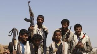 Một nhóm vũ trang các bộ tộc ở Sanaa, Yemen, ủng hộ phong trào nổi dậy chống chính quyền Syria, 12/02/2012