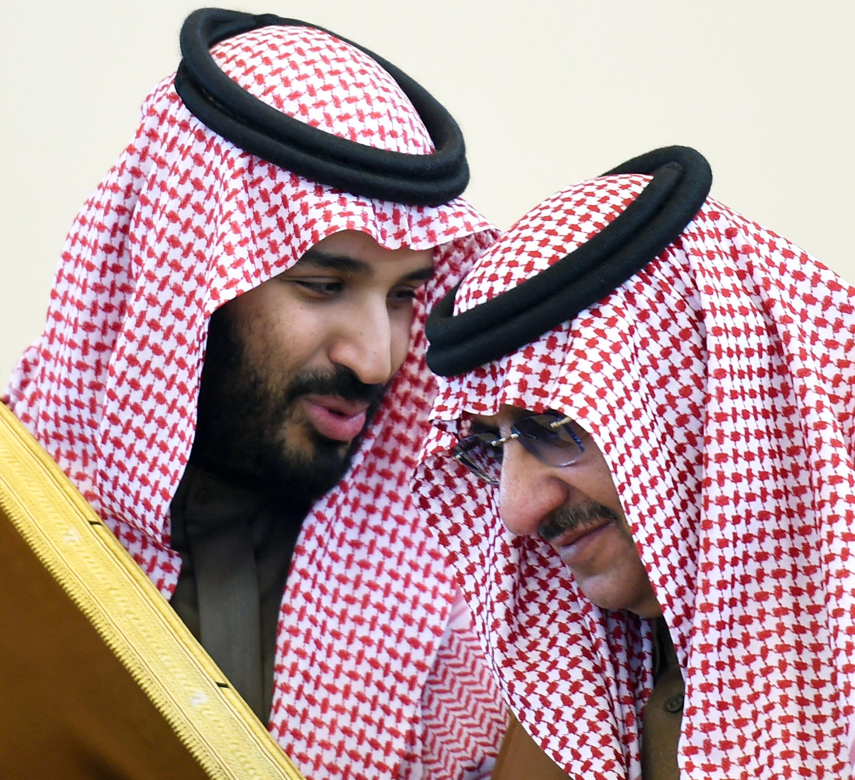 محمد بن نایف (سمت راست) و محمد بن سلمان