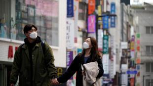 Corée du Sud - Seoul - Couple avec masques