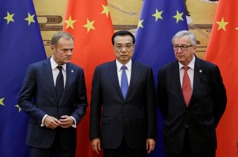 Thủ tướng TQ (giữa) tiếp lãnh đạo Liên Hiệp Châu Âu tại Bắc Kinh. Ảnh tháng 7/2016.