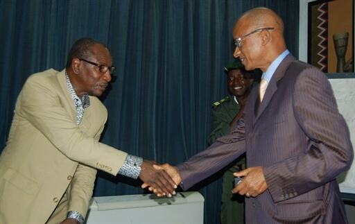 Alpha Condé (g.) et Cellou Dalein Diallo (d.) lors d'une précédente entrevue, le 12 octobre 2010 à Conakry.
