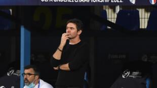 L'entraîneur des Bleuets, Sylvain Ripoll, lors du match de la phase de groupe du Championnat d'Europe des moins de 21 ans de l'UEFA entre l'Islande et la France au stade Alcufer de Gyirmot, près de Gyor, le 31 mars 2021