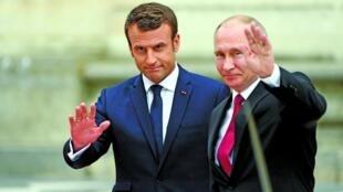 Shugaban Rasha Vladimir Putin tare da takwaransa na Faransa Emmanuel Macron.