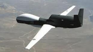 一款美国造无人机飞行图