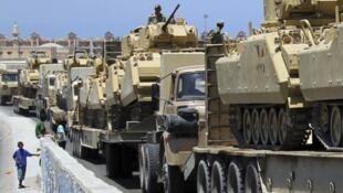 Tanques egípcios entrando na cidade de Rafah, 9 de agosto de 2012