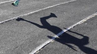 Um atleta russo numa pista de Stavropol, na Rússia, acusada actualmente de doping e corrupção pela instância mundial na matéria
