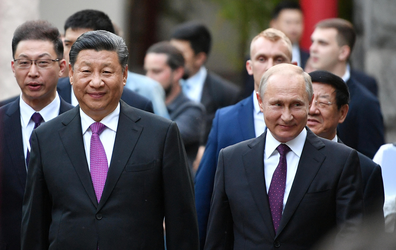 Си Цзиньпин и Владимир Путин в Московском зоопарке, 5 июня 2019.