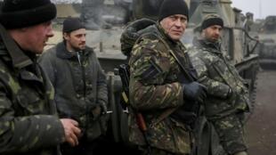 Les 75 instructeurs militaires envoyés par Londres auront pour mission de conseiller et former l'armée ukrainienne.
