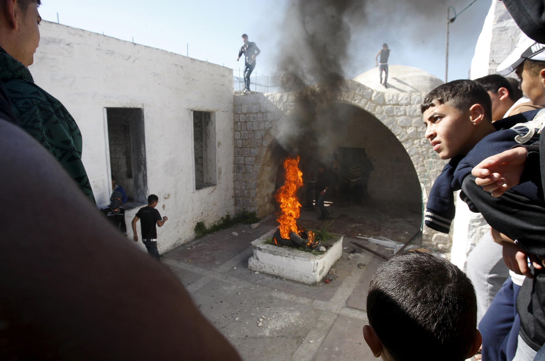 以色列圣地约瑟夫墓地造焚烧