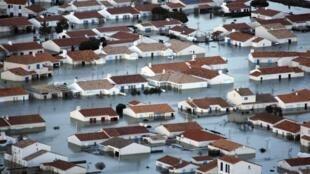 L'Aiguillon-sur-mer, village inondé en Vendée après le passage de la tempête Xynthia, le 28 février 2010.