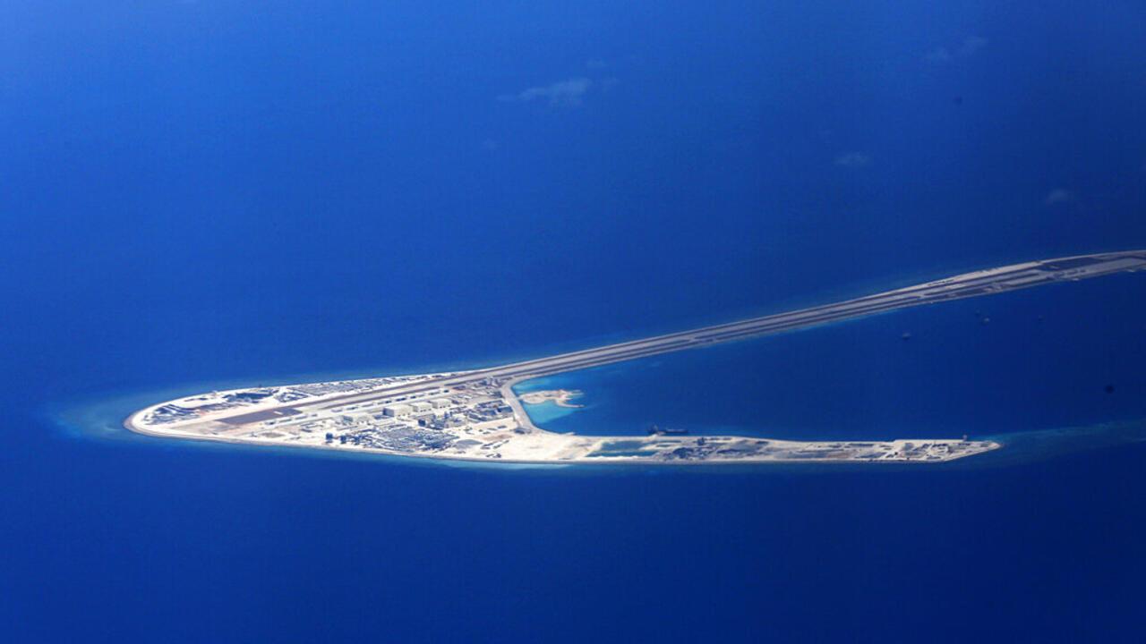 Ảnh tự liệu của không quân Philippines chụp ngày 21/04/2017 : Một đảo trong khu vực Trường Sa trong Biển Đông, đang có tranh chấp bị Trung Quốc chiếm giữ và cải tạo thành cơ sở quân sự.