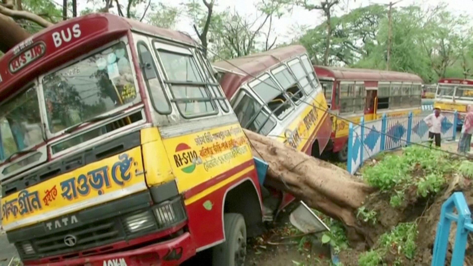 Kimbunga Amphan kimesababisha uharibifu mkubwa huko Calcutta. Picha hii inaonyesha uharibifu huko Kolkata.